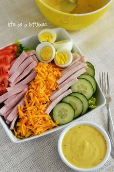 Chef Salad with Honey Mustard Dressing. This salad is amazing! Life In The Lofthouse. Ranch is my fave lol Chef Salad Recipes, New Recipes, Dinner Recipes, Cooking Recipes, Healthy Recipes, Salad Bar, Soup And Salad, Cobb Salad, Healthy Salads