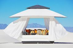 30 Outdoor Canopy Beds Ideas for a Romantic Summer - http://freshome.com/2011/08/16/30-outdoor-canopy-beds-ideas-for-a-romantic-summer/