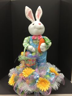Michael Art, Cool Designs, Floral Designs, Easter Bunny, Burlap, Centerpieces, Arts And Crafts, Wreaths, Seasons