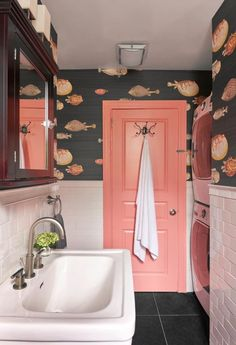 Trendy Bathroom Wallpaper Fish Home Peach Bathroom, Small Bathroom, Bathroom Ideas, Colorful Interior Design, Home Interior Design, Bathroom Doors, Bathroom Interior, Bathroom Tubs, Ikea Bathroom