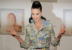 15-Jan-2014 21:00 - KATY PERRY KONDIGT OPTREDENS AAN. Katy Perry doet met haar nieuwe tournee Prismatic World Tour ook Noord-Amerika aan. Dat heeft de zangeres woensdagavond aangekondigd in een YouTube-filmpje.