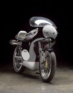The Norton Manx The Norton Manx is a British single cylinder race bike that had an extraordinarily long competitive life. Norton Manx, Norton Cafe Racer, Road Racing, Future Car, Motorbikes, Africa, Motorcycle, Vehicles, Twin
