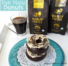 Triple Mocha Donuts for Crust - Bob Marley coffee and teas, I find interesting as his faith didn't believe in having caffeine. Just Donuts, Mini Donuts, Baked Donuts, Doughnuts, Donut Recipes, Coffee Recipes, Meal Recipes, Donut Crazy, Marley Coffee