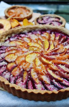 Layered fruit tart - Simplest Stone Fruit Tart- so beautiful- would make anyone pleased to have a fruity dessert! Plum Recipes, Fruit Recipes, Sweet Recipes, Dessert Recipes, Cooking Recipes, Cooking Tips, Sweet Pie, Sweet Tarts, Just Desserts