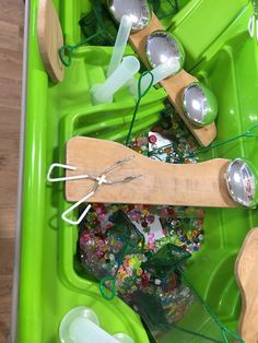 Chn use a variety of one handed tools to fill their containers with treasure.