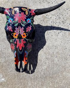 Beautiful, bespoke, uniquely decorated and ready to hang inside or out. A stunning Conversation piece! Cow Skull Decor, Cow Skull Art, Horse Skull, Skull Hand, Cow Art, Southwest Art, Southwest Style, Spanish Revival, Spanish Colonial