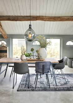 14 Stunning Kitchen Decorating Ideas On A Budget For Smart Living - Rearwad Home Interior Design, Oak Dining Table, Home And Living, Decor, House Interior, Home Living Room, Home Remodeling, Home, Home Decor