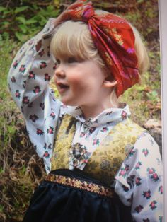 Festdrakt barn Costumes Around The World, Folk Fashion, Folk Costume, Traditional Outfits, Ikon, Kids And Parenting, Art Reference, Norway, Anna