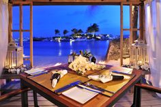 Enjoy a romantic dinner at the Baoase Culinary Beach Restaurant. While listening to the waves of the ocean.
