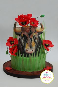 Animal Rights Cake Collaboration: Bull in poppies - Cake by Margarida Guerreiro Food Humor, Funny Food, Cow Cakes, Poppy Cake, Gravity Defying Cake, Animal Cakes, Edible Art, Animal Rights, 7th Birthday