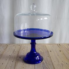 Cake Tins, Cake Plates, Facebook Cake, Cake Stand With Dome, Cake Carrier, Dessert Aux Fruits, Vintage Cake Stands, Yogurt Cake, Glass Cakes