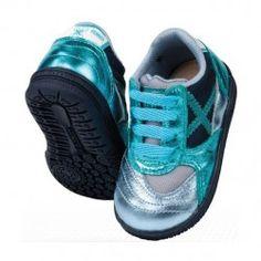 Pon tu bebé a la última moda con las divertidas zapatillas Munich Gresca para bebés. Ideal para regalar. Modelo para bebés de menos de 3 años en #deporvillage por 39.90€
