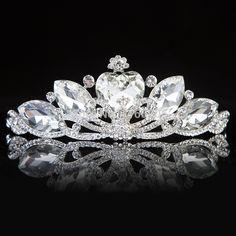 950a982cb9ca Aliexpress.com  Comprar Al por mayor 2016 corona tiaras de la boda corazón  elegante del cristal del rhinestone nupcial Bisutería para pelo para las  novias ...