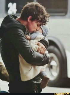 Hes gonna be the best dad (this is not my edit) *le cry* is it weird I want his babies  like I want to be the mum of his children XDDD