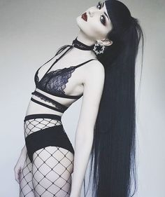 Top Gothic Fashion Tips To Keep You In Style. As trends change, and you age, be willing to alter your style so that you can always look your best. Consistently using good gothic fashion sense can help Dark Fashion, Gothic Fashion, Fashion Tips, Style Fashion, Bohemian Fashion, Steampunk Fashion, Emo Fashion, Fashion Clothes, Goth Beauty