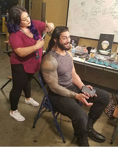 The Emperor at his hair appointment courtesy of WWEMakeupDivas! Roman Reigns Shirtless, Wwe Roman Reigns, Roman Reigns Family, Wwe Divas Paige, Roman Reigns Dean Ambrose, Wwe Funny, Wwe Superstar Roman Reigns, Catch, Roman Reings