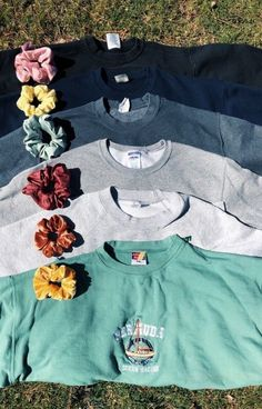 Best Stores to Buy Scrunchies & Scrunchie Hairstyles - Design & Roses Best S. Best Stores to Buy S Teen Fashion Outfits, Trendy Outfits, Winter Outfits, Summer Outfits, Chic Outfits, Classy Outfits, Work Outfits, Fashion Clothes, Mantel Outfit