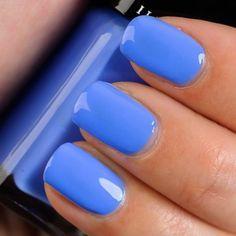 richtig nägel lackieren in blau