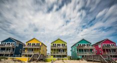 Cute and vibrant beach houses of the OBX Nags Head Beach, Bons Plans, Beach Houses, Mansions, House Styles, Vibrant, Cap, Google, Nature