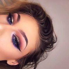 Eye Makeup Tips.Smokey Eye Makeup Tips - For a Catchy and Impressive Look Eye Makeup Glitter, Kiss Makeup, Glam Makeup, Eyeshadow Makeup, Makeup Art, Beauty Makeup, Hair Makeup, Eyeshadows, Huda Beauty