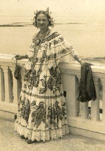 """LA TRONA LEFEVRE, ALTO EXPONENTE DE LA TRADICION NACIONAL  Srta. Ramona Emilia Lefevre de la Ossa en el Club Union de Panama 1950 Fue la primera en recibir el titulo de """"Reina de la Pollera de la República de Panamá"""" La señorita Ramona Lefevre fue una de las más queridas reinas de carnaval 1912"""