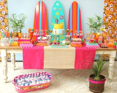 festinha-surf-rosa-laranja-azul-decoracao-caraminholando-01