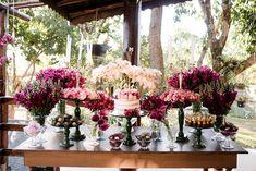Poliana e Gustavo | Um mini wedding romântico e boho para te inspirar Boho Chic, Naked Cakes, Table Decorations, Mini, Furniture, Home Decor, Pie Wedding Cake, Happily Ever After, Candy Table