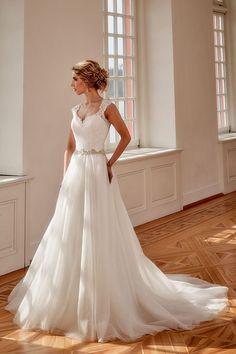 Modest Wedding Dresses With Sparkles Bohemian Wedding Dresses, Princess Wedding Dresses, Modest Wedding Dresses, Event Dresses, Designer Wedding Dresses, Bridal Dresses, Wedding Gowns, Marie, Top Top