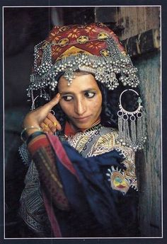 Yemen | Woman applying Turmeric make-up || Scanned postcard