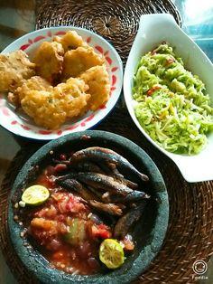 Bala2, tumis waluh, ikan kayu goreng dan sambal terasi... Ini menu liburan kami...