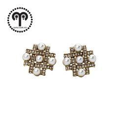 BÔNG TAI CARO HẠT TRAI B3268 Bông tai caro hạt trai thương hiệu F21 được làm bằng hợp kim màu đồng. Bông tai hình ô chữ chơi ca rô đính hạt trai nhỏ xen kẽ rất sang trọng và quí phái. Thích hợp với mọi bạn gái.  Giá SP xem tại: http://yuna.com.vn/ #trangsucxuatkhau #trangsuc #phukien #shopphukien #jewelry #earring #rings #phukientrangsucxuatkhau #saigon #hcm #phukientrangsuc #shoptrangsuc #mua #giare #bongtai #sale #giamgia #yunashop