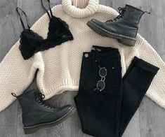 Waist Jeans outfit Sat outfit Inspo in YMI Jeans jeans. I'll be wearing these non-stop during Fa… Sat outfit Inspo in YMI Jeans jeans. Ill be wearing these non-stop during Fa Curvy Fashion, Look Fashion, Teen Fashion, Winter Fashion, Womens Fashion, Fashion Boots, Fashion Ideas, Short Hair Fashion Outfits, Fashion Clothes