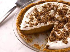 Bobby Flay's Pumpkin Pie with Cinnamon Crunch and Bourbon-Maple Whipped Cream  #Thanksgiving #ThanksgivingFeast #Dessert