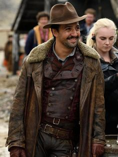 From HBO's famous TV series Lin-Manuel Miranda His Dark Materials Distressed Coat made real leather with shearling now on sale at New American Jackets. Ruth Wilson, Philip Pullman, Narnia, Lyra's Oxford, Casual Business Look, His Dark Materials Trilogy, Anne Marie Duff, Sweat Hoodie, Look Alike