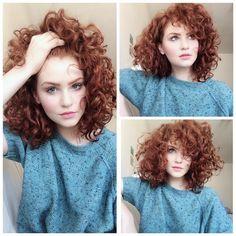 A képen a következők lehetnek: 3 ember, közeli Curly Hair Styles, Curly Hair Cuts, Short Curly Hair, Hair Highlights, Hair Dos, Dark Hair, New Hair, Hair Inspiration, Cool Hairstyles