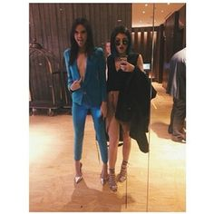 Take a mirror selfie in a hotel lobby like you literally DGAF. | 43 Things The Kardashians Do On Instagram That Normal People Couldn't