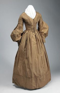 Woman's gold silk taffeta dress with close fitting V-neck bodice, fullness at lower sleeves, and full skirt, ca. 1825 to 1835   Missouri History Museum #vintage #vintagefashion