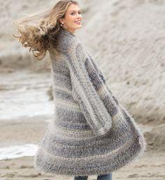 Меланжевое пальто из пряжи с бахромой
