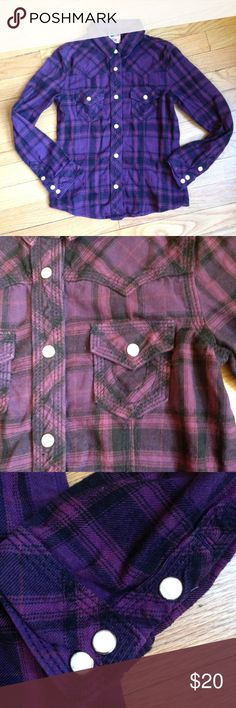 """True Religion flannel shirt Snaps up front and snaps at wrists Chest 30"""" Waist 28"""" True Religion Shirts & Tops"""