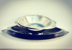 Set of 4 serving dish from the prestigious Belgian house Demeyere, considered one of the best homes of stainless steel dishes and pans in the world.  The 4 serving dishes are made in a futuristic design, with avant-garde lines, extremely modern, to combine with any type of dishes. Very elegant and very durable dishes, chosen by the best Chefs in the world. Sold at an unbeatable price.  Large oval dish: 48.5 cm x 22 cm x 2 cm H  Medium oval dish: 41 cm x 18 cm x 5 cm H  Salad bowl or large…