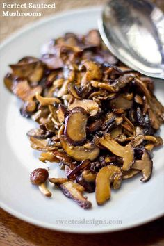 Sauteed Mushrooms Perfect sauteed mushrooms- these are quick, easy and delicious as a side dish!Perfect sauteed mushrooms- these are quick, easy and delicious as a side dish! Yummy Vegetable Recipes, Vegetable Side Dishes, Mushroom Recipes, Side Dish Recipes, Vegetarian Recipes, Cooking Recipes, Healthy Recipes, Vegetarian Dish, Cooking Bacon