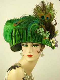 VINTAGE HAT 1910s EDWARDIAN TOQUE GREEN VELVET OSTRICH PEACOCK FEATHERS & HATPIN #Toque