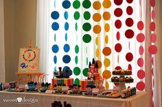 Simples e lindo este painel com círculos coloridos. Um efeito muito bonito.