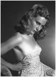 Adriana Benetti, 1941 // Arturo Ghergo
