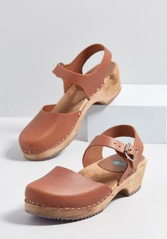 Sodermalm Saunter Leather Clog in Brown Luggage  vert  ModCloth Zuecos  Madera 04ebfb2fe7e