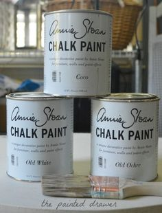 How to create the weathered wood look with paint using Annie Sloan chalk paint. In this video tutorial, I show how to take a big-box store, inexpensive mirror and transform it into a weathered wood inspired, expensive mirror for your home! Diy Pallet Furniture, Chalk Paint Furniture, Diy Furniture Projects, Diy Projects, Furniture Refinishing, Furniture Styles, Cheap Furniture, Furniture Makeover, Wood Furniture