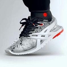 Asics light runner