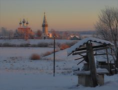 If you want to see a winter's night in Russian village of the latest days of 19th century - here you are, please. The beautiful fairy tale full of jewels, grand gowns and wealth stayed only in the palaces of St Petersburg and Moscow.