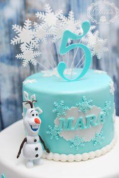 Frozen cake - Cofetaria Dana https://www.facebook.com/cofetariadanaturda http://cofetariadana.ro/ #frozen #cakes #birthdaycakes
