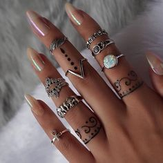 If you've ever considered making your own jewelry, you can learn all you can on this beautiful art by buying jewelry making books. Cheap Jewelry, Cute Jewelry, Boho Jewelry, Jewellery, Fashion Jewelry, Uñas Fashion, Nail Ring, Nail Jewelry, Unique Hairstyles